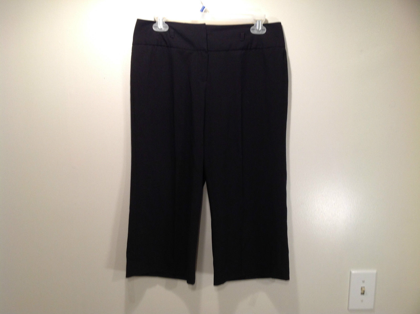 Larry Levine Petite Stretch Size 8P Black Capri Pants Excellent Condition