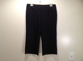 Larry Levine Petite Stretch Size 8P Black Capri Pants Excellent Condition - $39.59