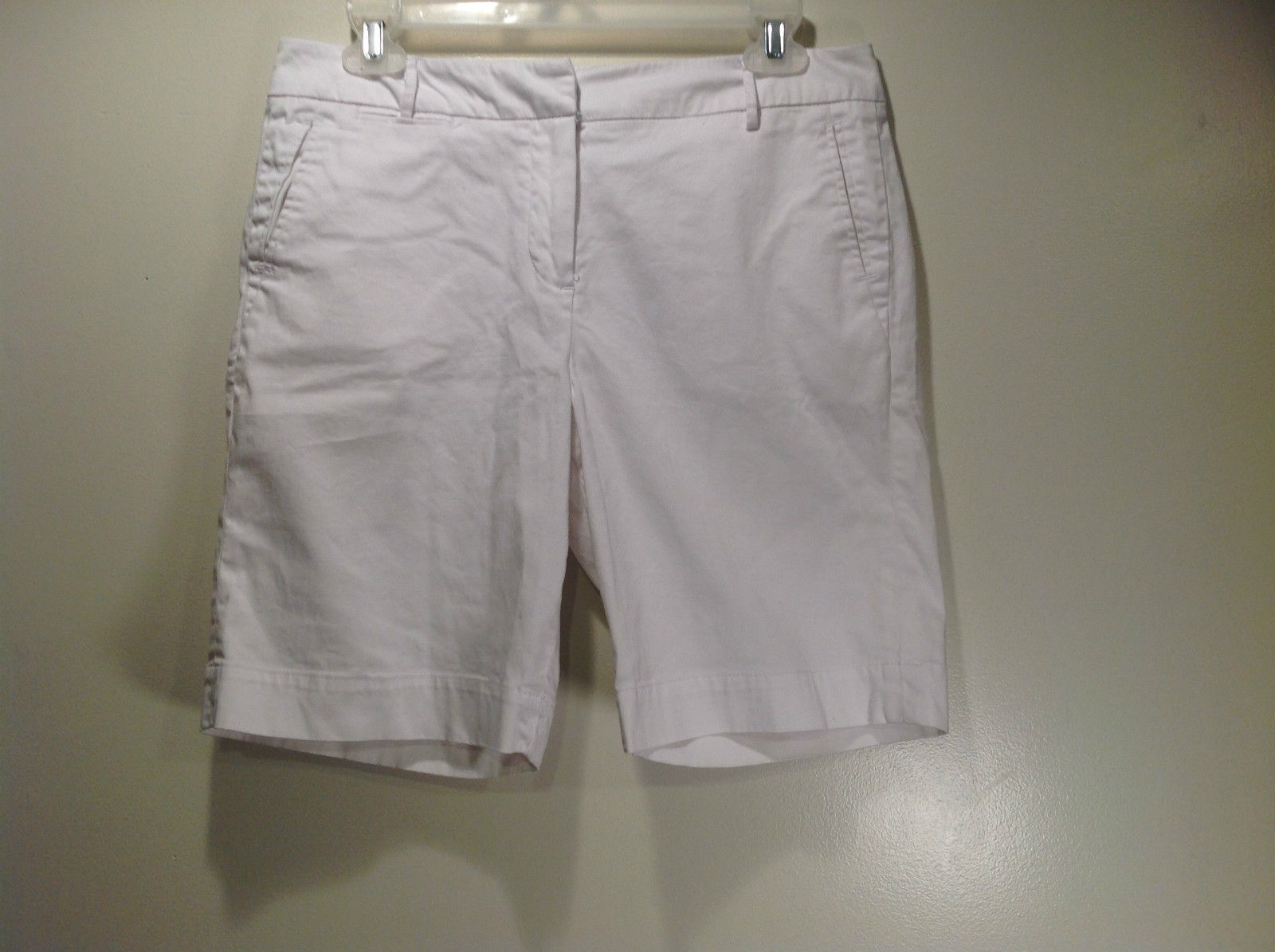 Larry Levine Stretch White Casual Short Size 6 Front and Back Pockets Belt Loops