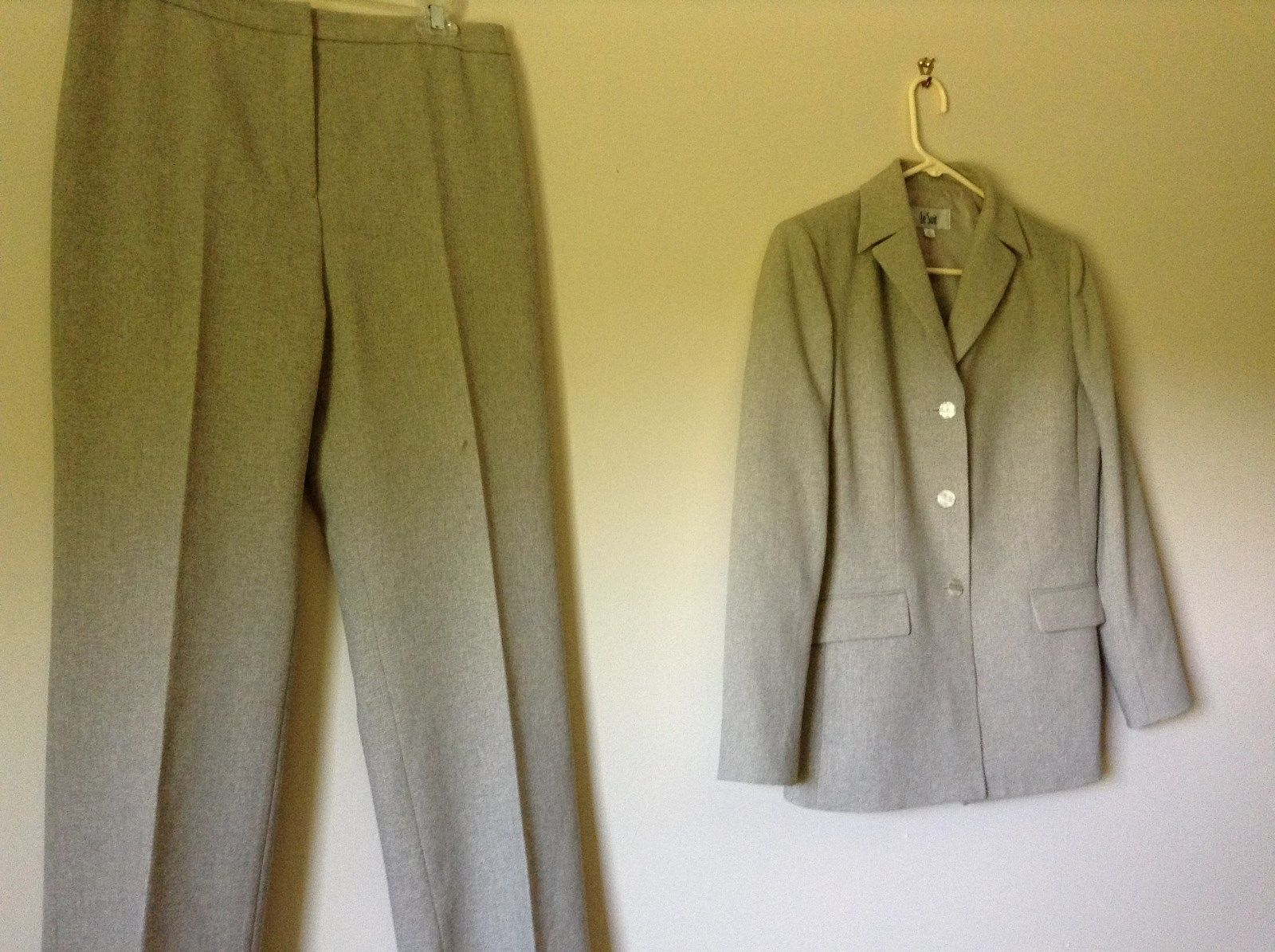 Le Suit Beige Formal Jacket and Pants Suit Shoulder Pads Size 10