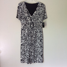 NEW Dress with Tag Black and White Design V Neck Short Sleeves Size 8
