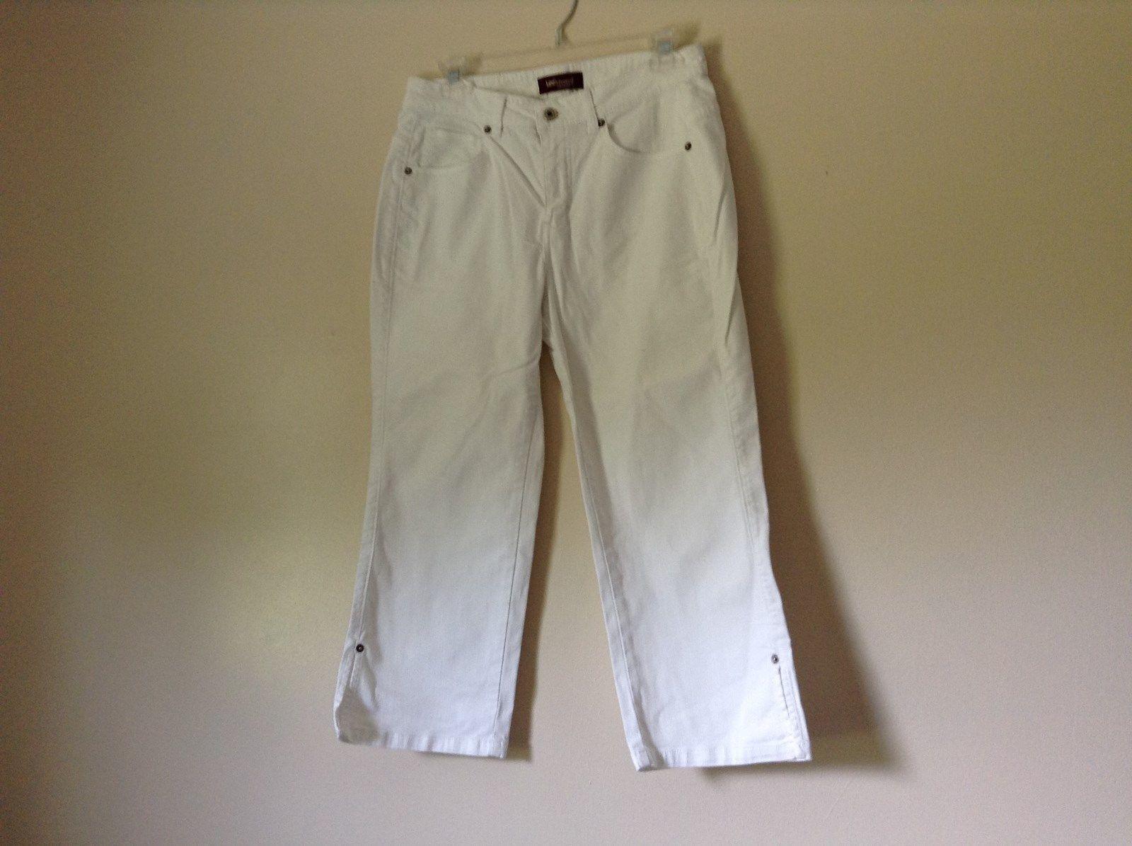 Lee Riveted Ultimate 5 White Capri Pants Size 8M