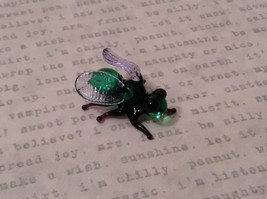 Micro miniature hand blown glass figurine USA green and black fly   NIB image 2