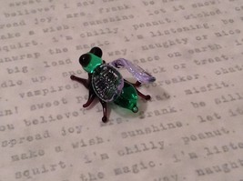 Micro miniature hand blown glass figurine USA green and black fly   NIB image 5