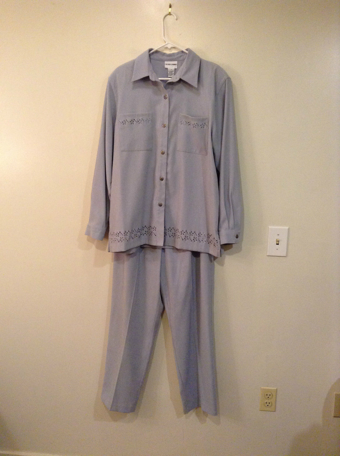 Light Blue Alfred Dunner Jacket and Pant Set Decorative Flower Cutouts Size 16