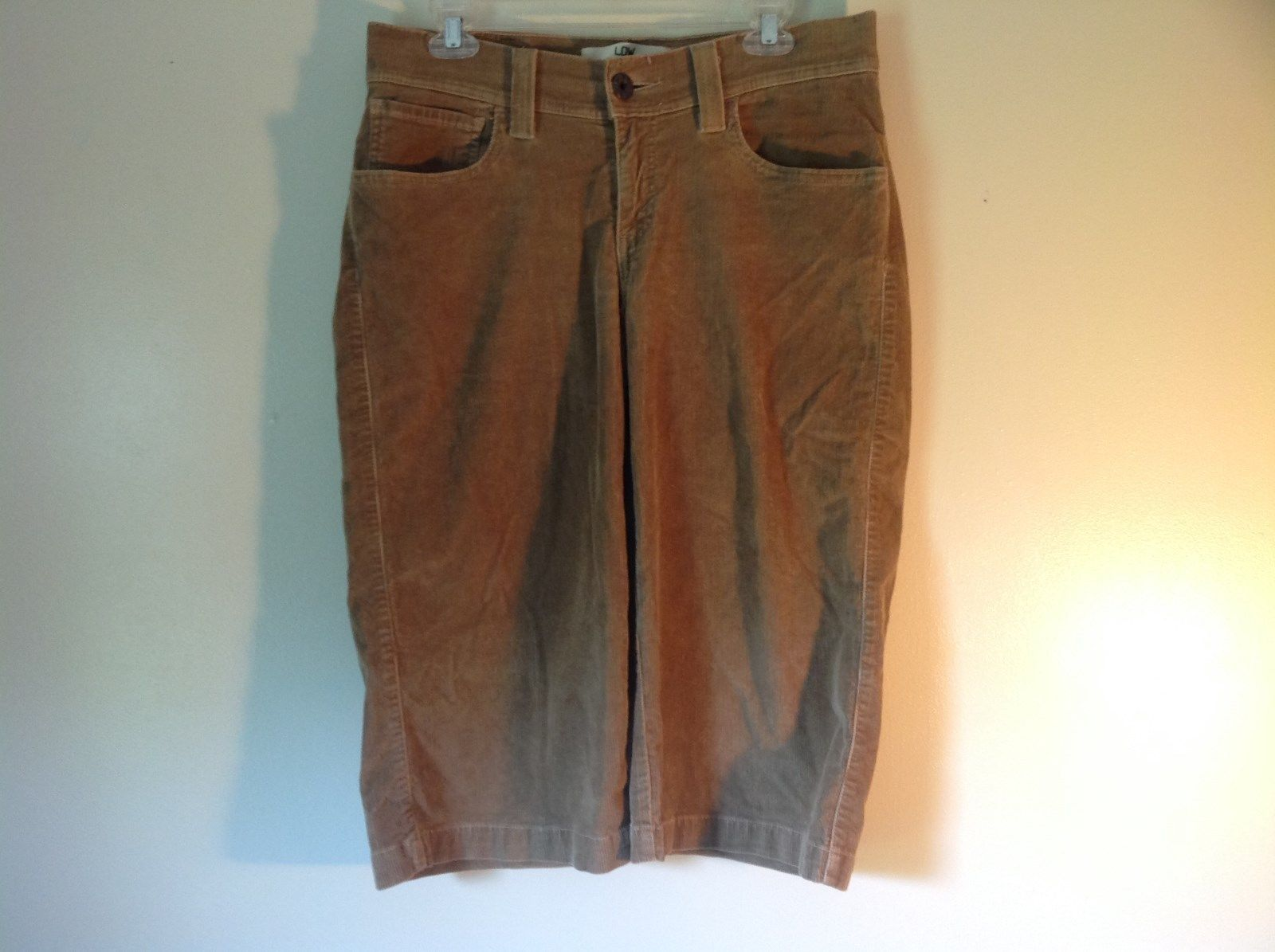 Light Brown Size 8 Levis Corduroy Casual Stretchy Capris