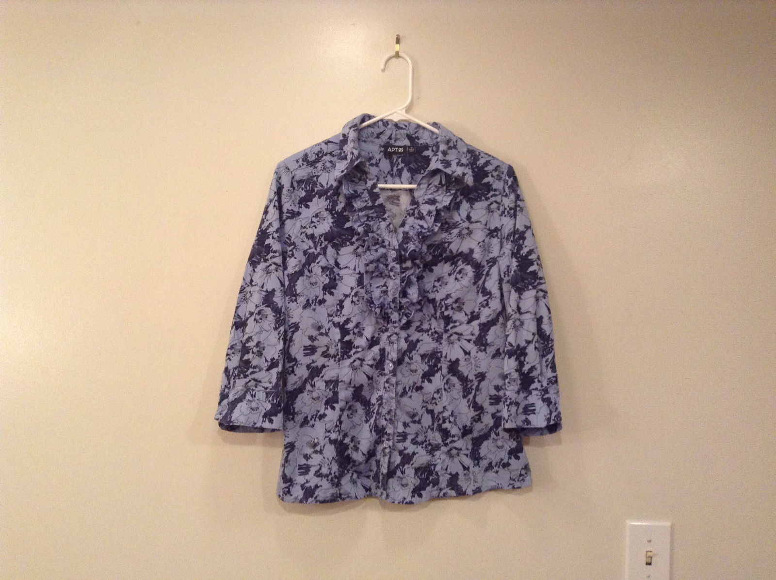 Light Dark Blue Floral Pattern Button Front V Neck Blouse Apt 9 Size Medium