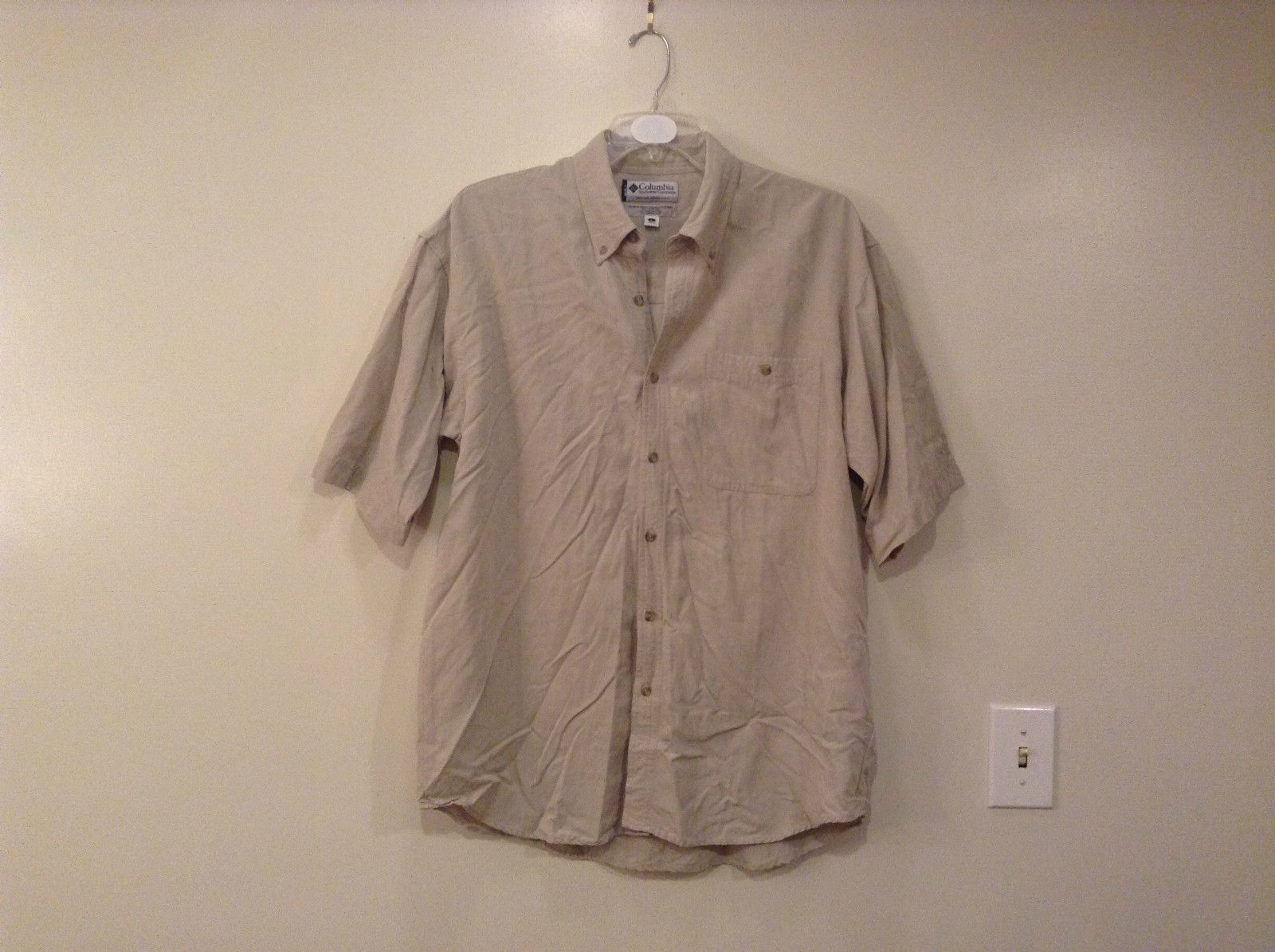 Light Gray Short Sleeve Button Up Casual Shirt Columbia 1 Pocket on Chest Size L