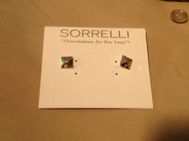 New Sorrelli Gold Pierced Earrings Pyramids with crystals petite