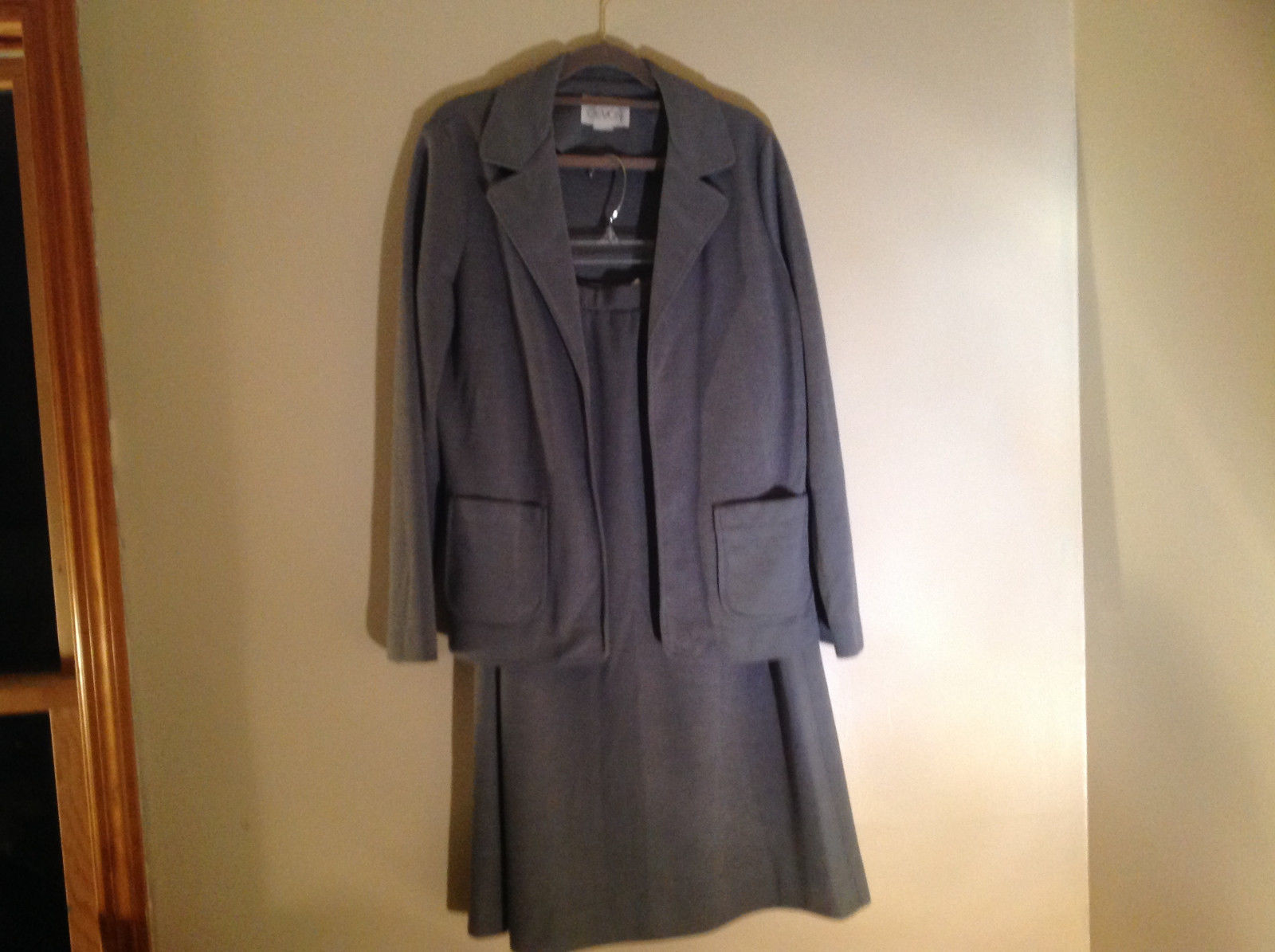 Light Gray Skirt Suit Jacket Open Front 2 Pockets Skirt Elastic Waist Size 14