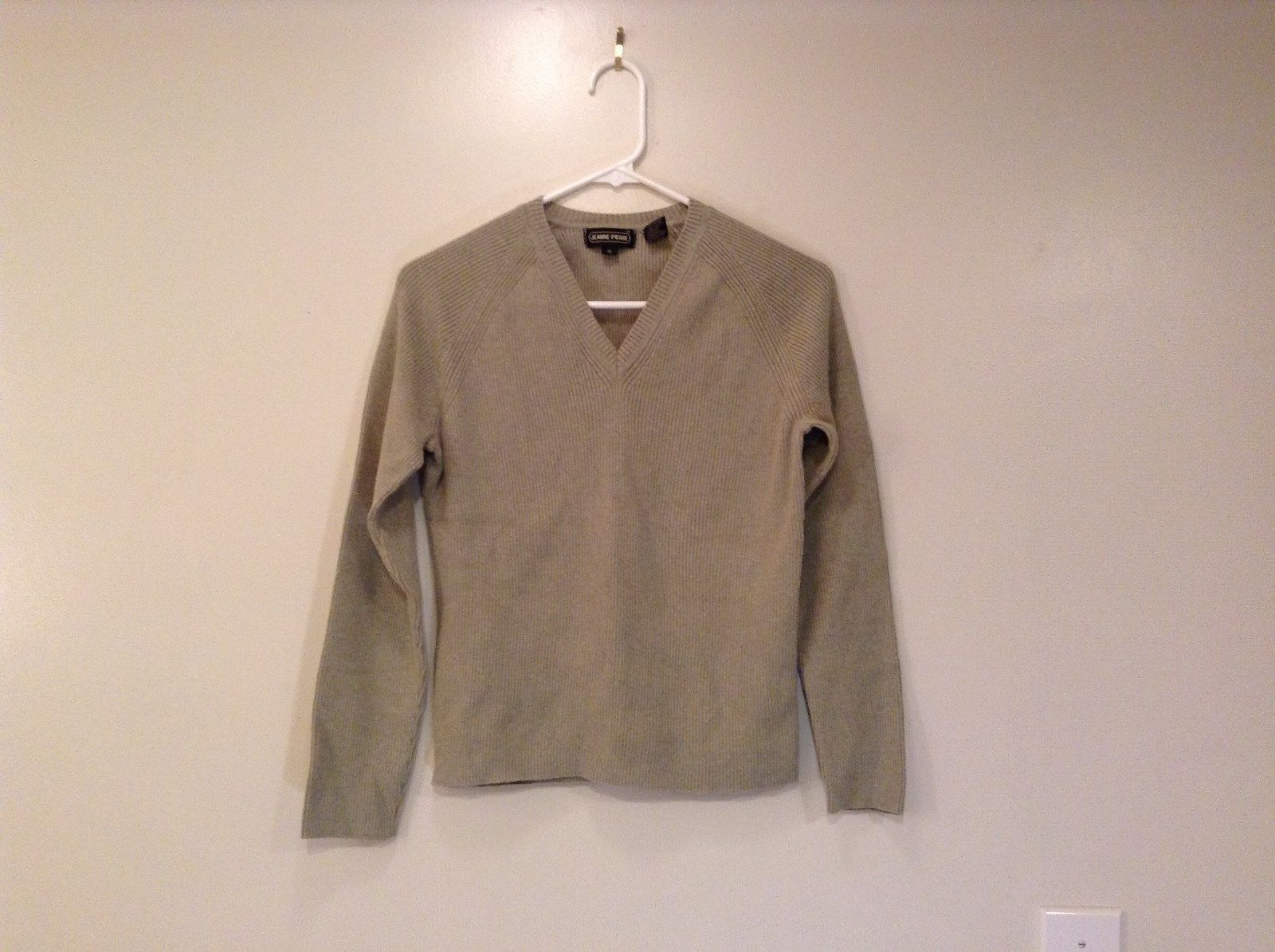 Light Olive Green Gray Raglan Sleeve V Neck Sweater Jeanne Pierre Size Small