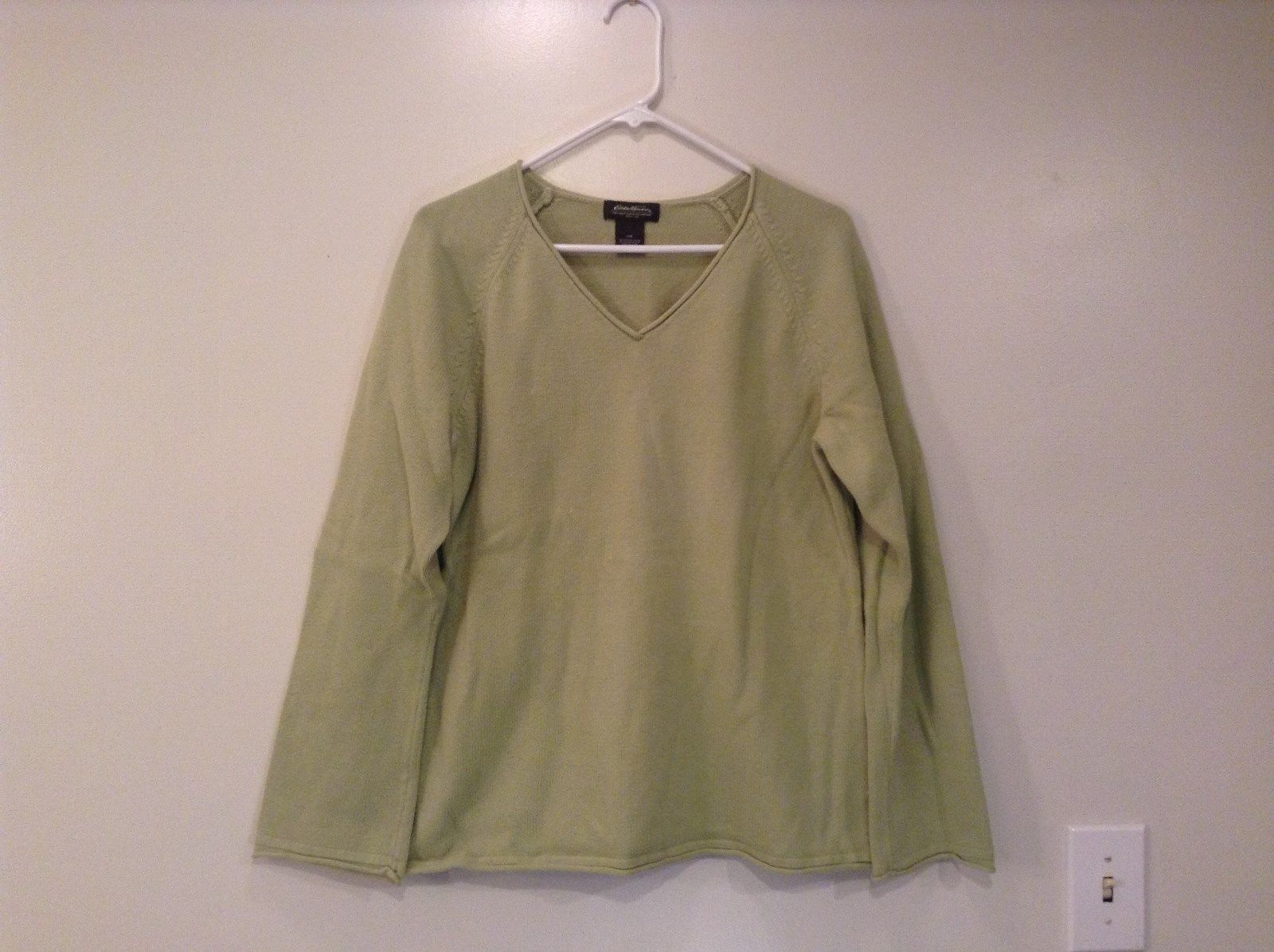 Light Green Long Sleeve Eddie Bauer V Neck Sweater Size Large