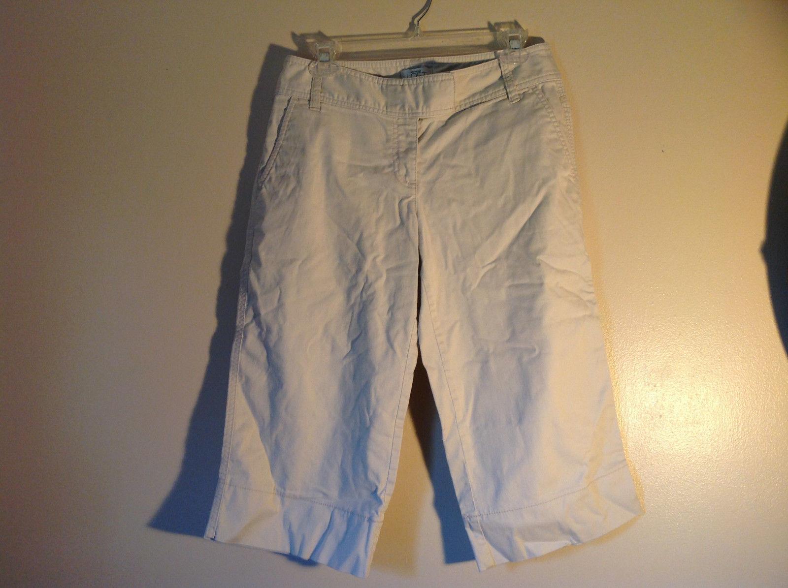 Light Khaki 4 Pocket Capri Pants Zipper Button Clasp Closure Ann Taylor Size 4