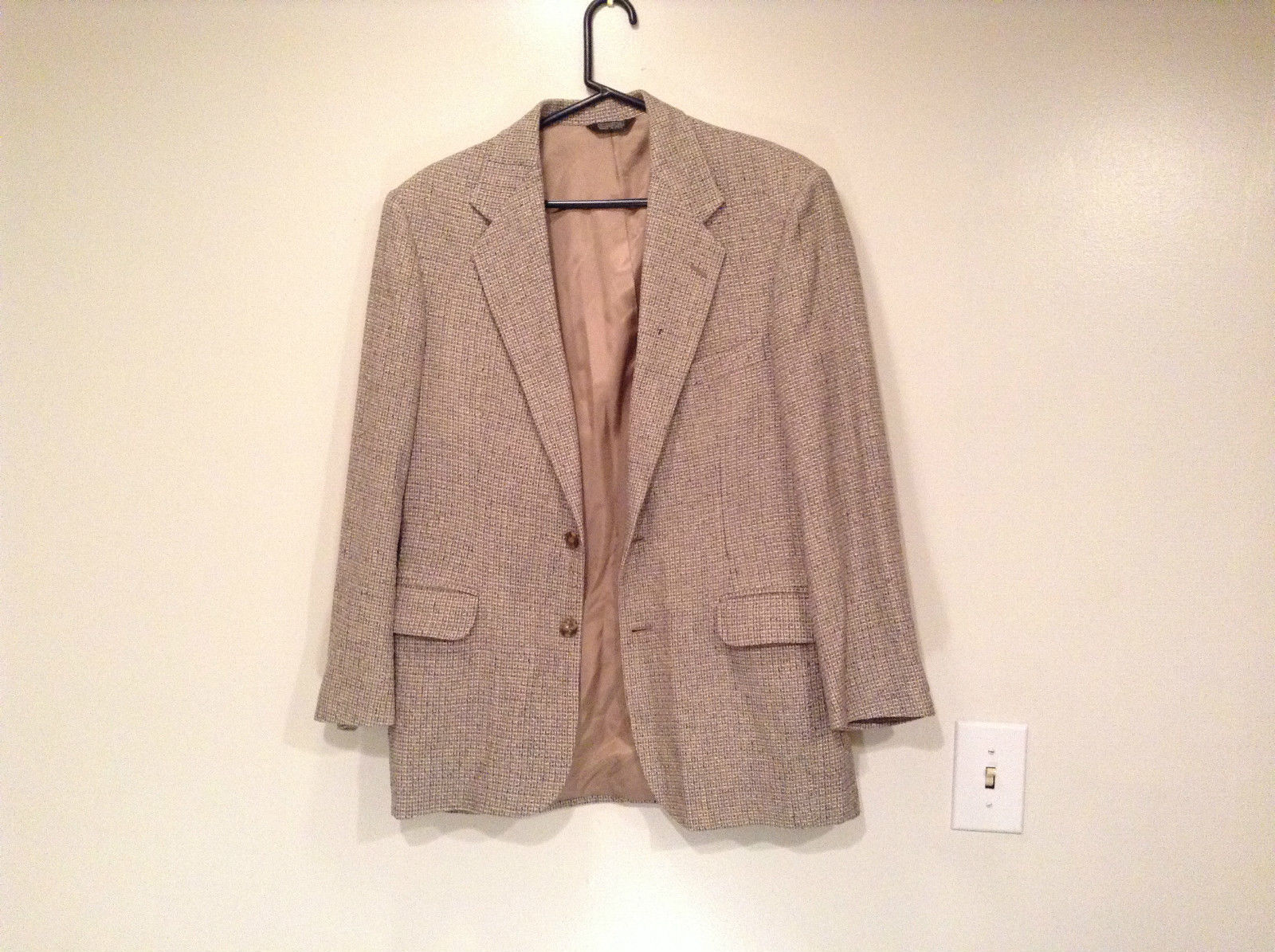 Norm Thompson Size 38R Beige Blue Plaid Suit Jacket Blazer Two Button Closure