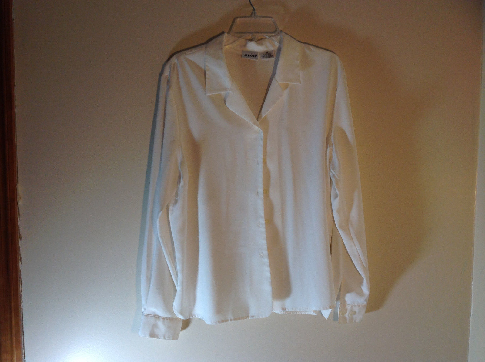 Liz Baker White Long Sleeve Button Up White Buttons Silky Feel Size 16