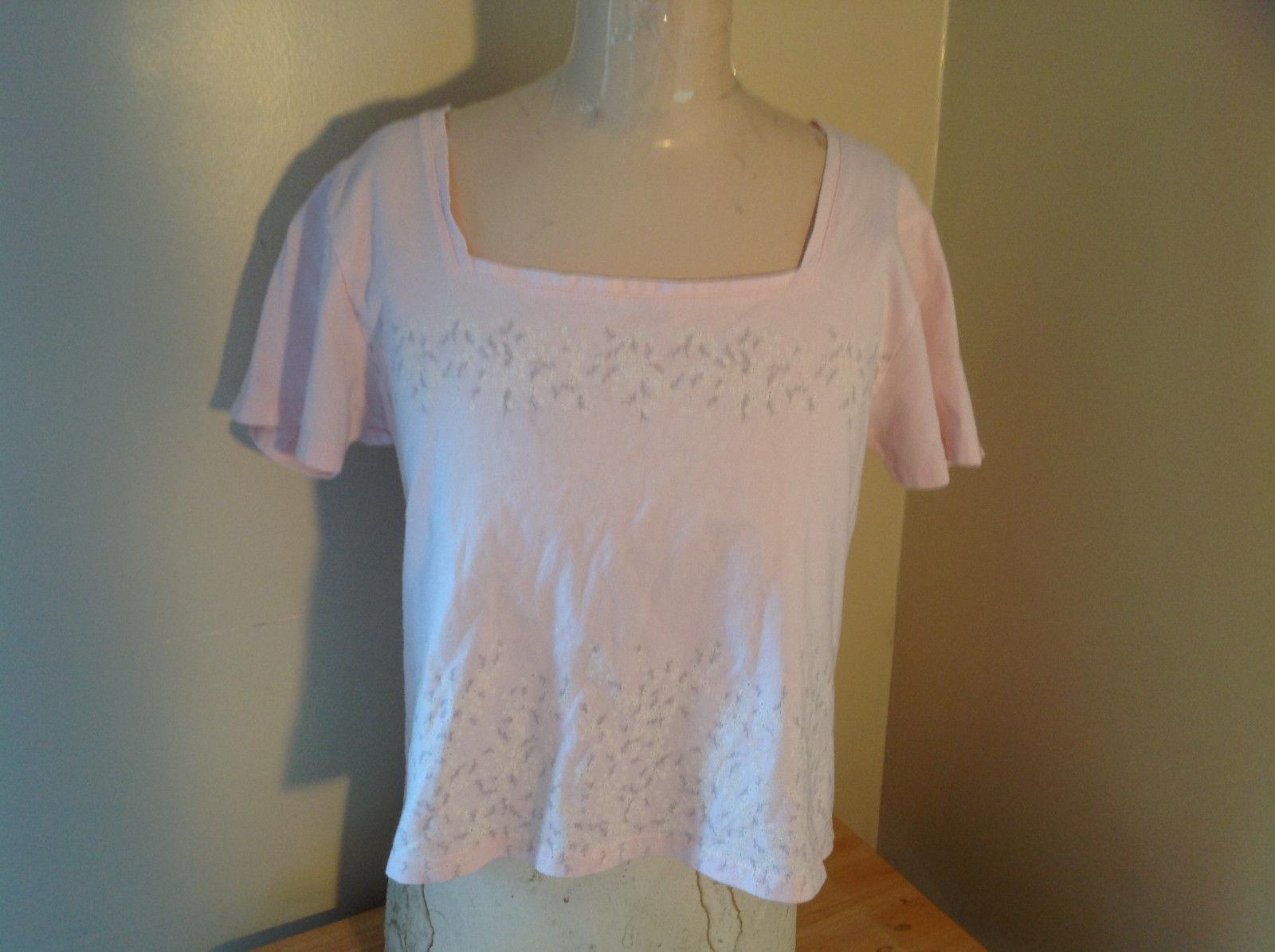 Liz Claiborne Liz Sport Pink T-Shirt with Tiny Flower Designs Bottom and Chest