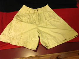 Liz Wear Ladies Light Yellow Shorts Size 6