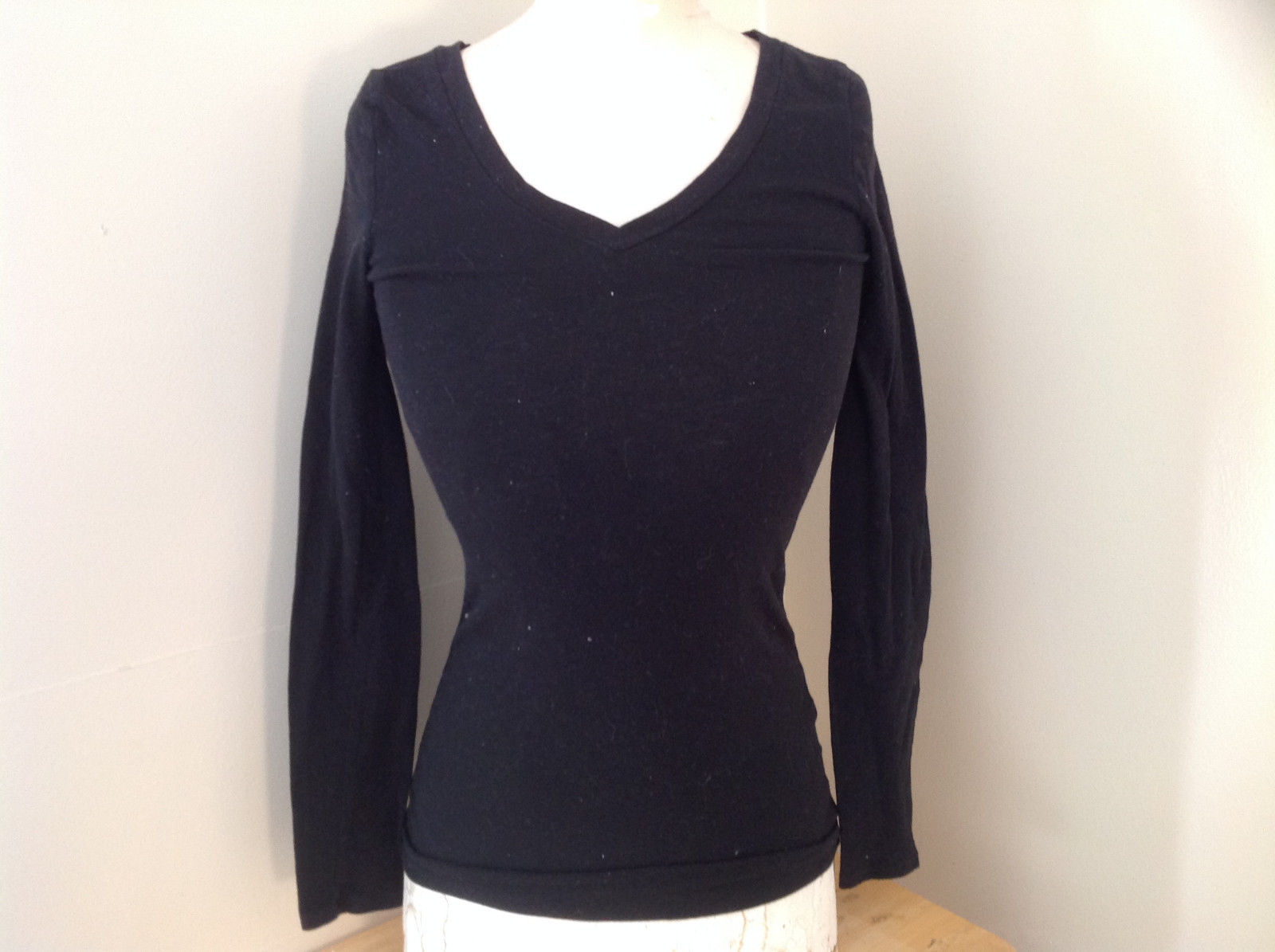 One Step Up Black V Neck Long Sleeve Shirt Made in China Size Medium