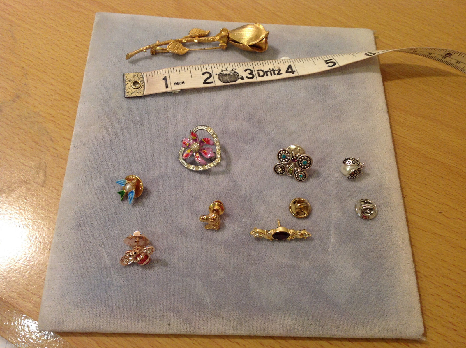 Lot of 8 different Costume Brooch Pins, assorted shapes and sizes