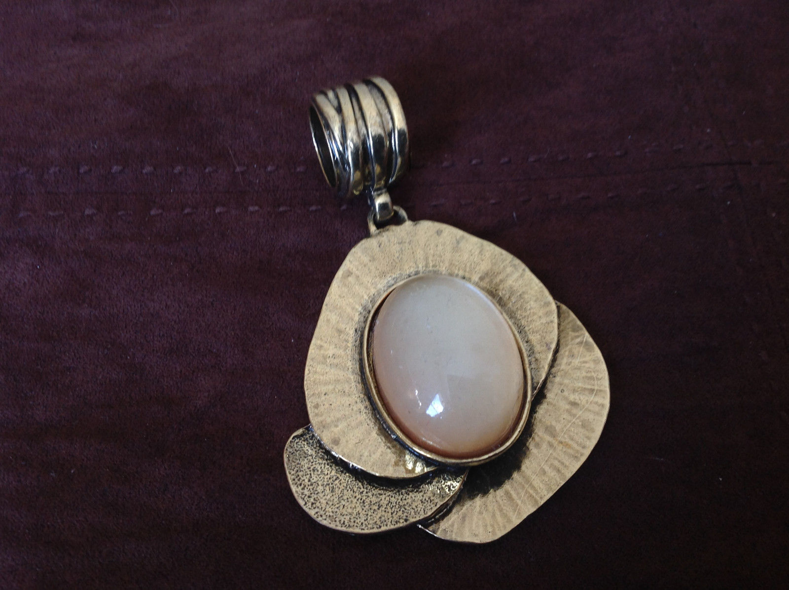 Lovely Amber Colored Stone Gold Tone Scarf Pendant by Magic Scarf Company