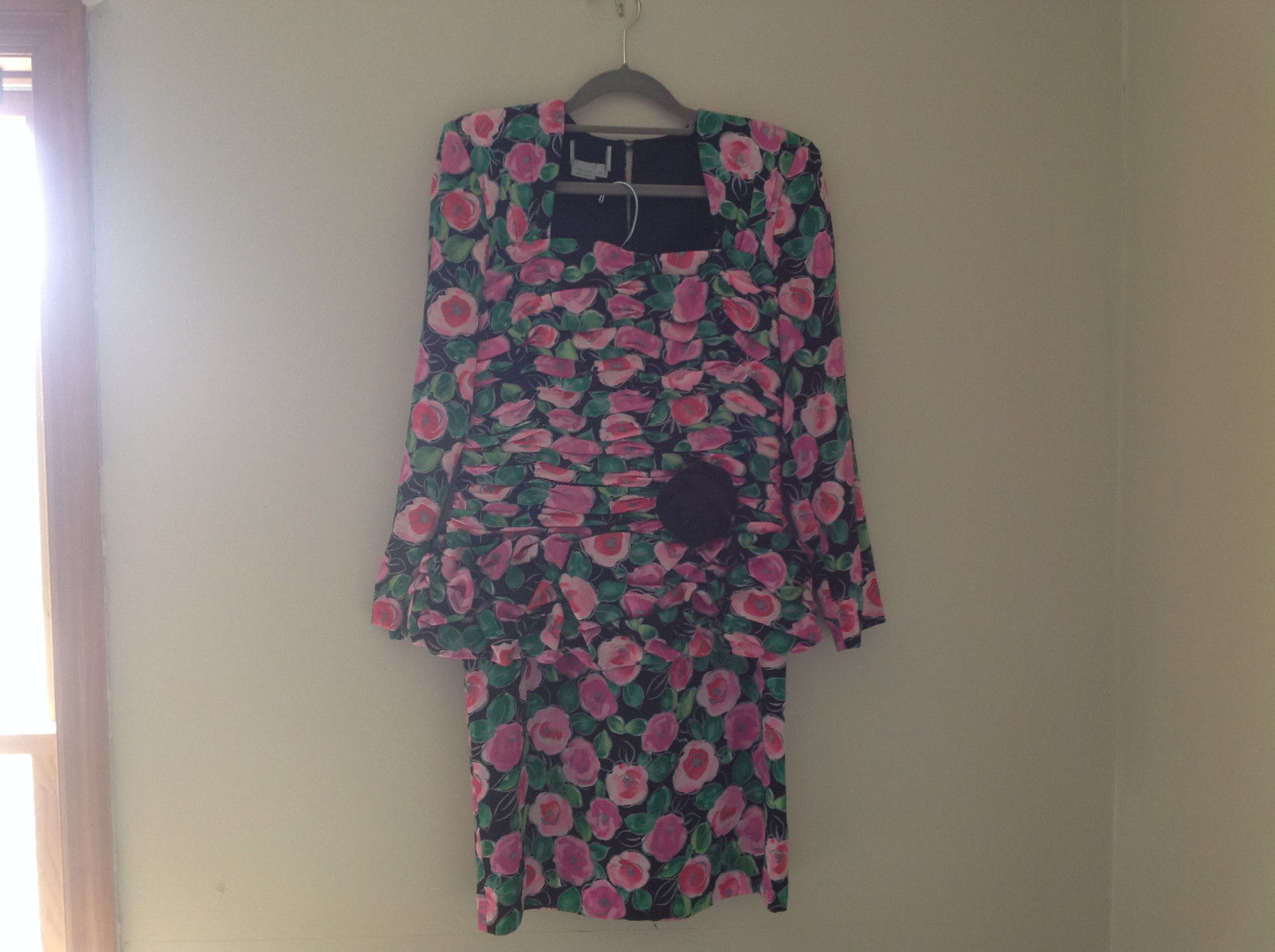 Lovely Black Pink Flowered Silk Matching Top and Skirt Set NO NAME TAG Size 6