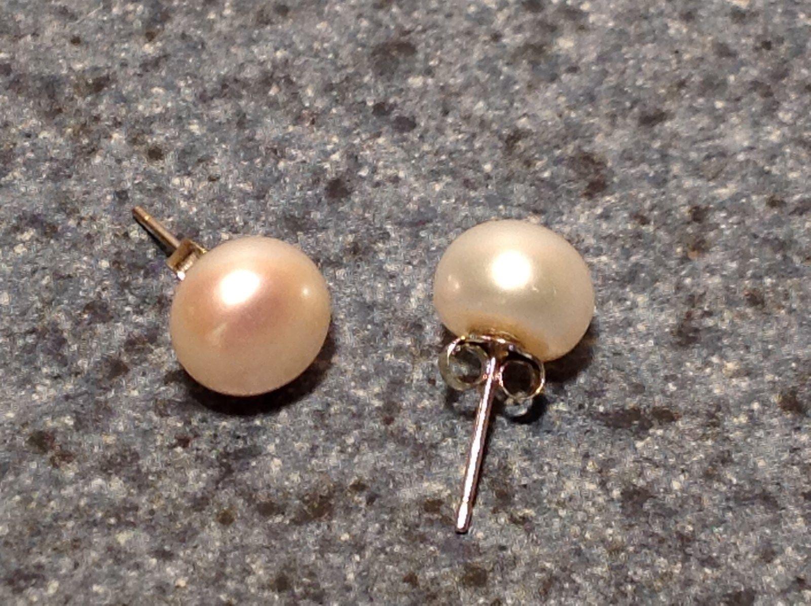 Lovely Fresh Water Pearl Stud Earrings Silver Tone