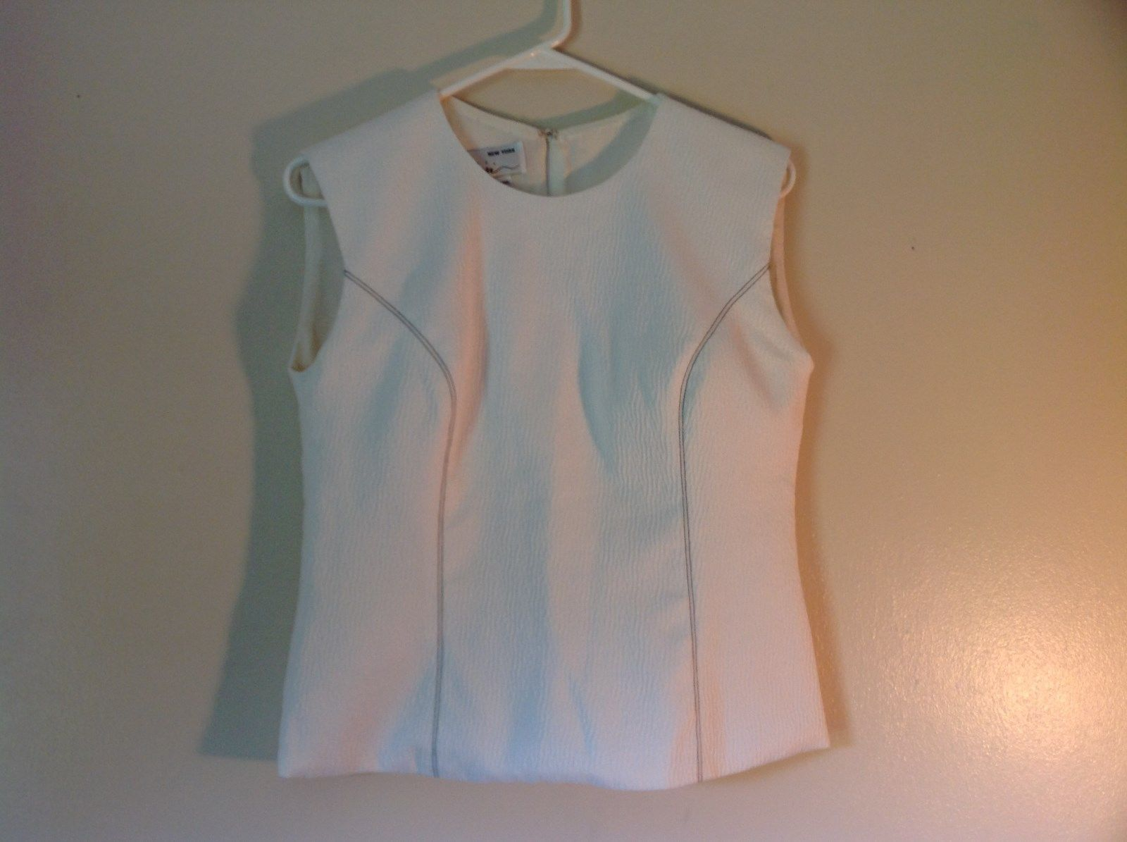MIRI  NY Size 14 Sleeveless White Designer Textured Top Excellent Condition