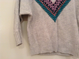 American Eagle Outfitters Gray with Striped Decoration Sweater Size Medium image 4
