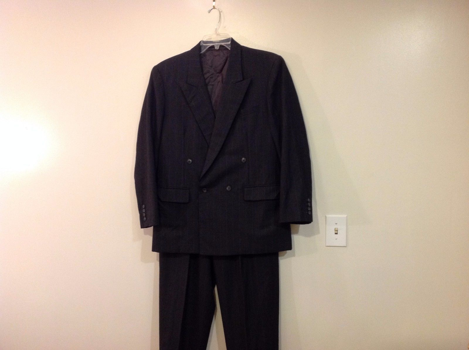 Man's custom made 100% wool 2 piece suit gray British Tailors  Size 44