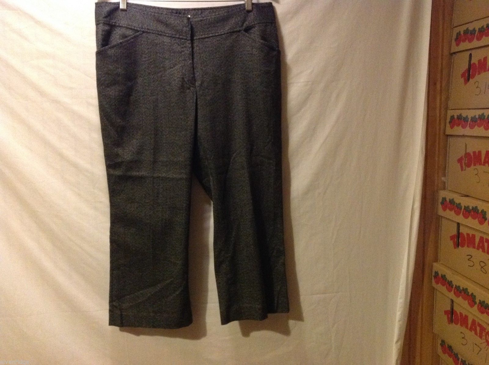 Michael Kors Womans Gray Capri Pants, Size 14