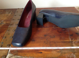 Naturalizer Size 8 and a Half Black Heeled Shoes with Red Interior image 3