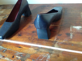 Naturalizer Size 8 and a Half Black Heeled Shoes with Red Interior image 6