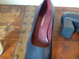 Naturalizer Size 8 and a Half Black Heeled Shoes with Red Interior image 4