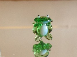 Micro miniature small hand blown glass green frog made in USA  NIB