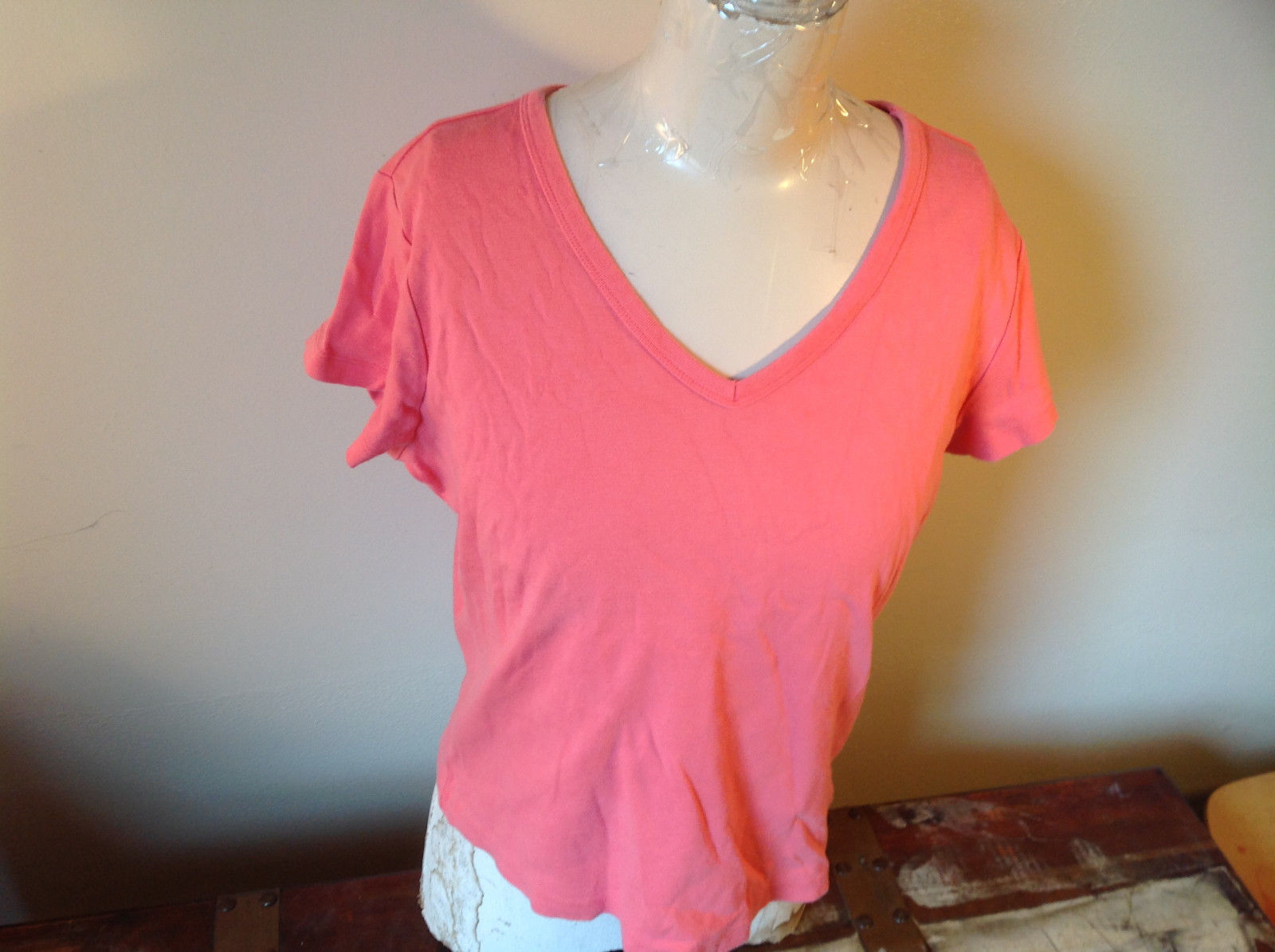 Pink Relaxed Fit Short Sleeve V-Neck T-Shirt Made in Guatemala  Size XL