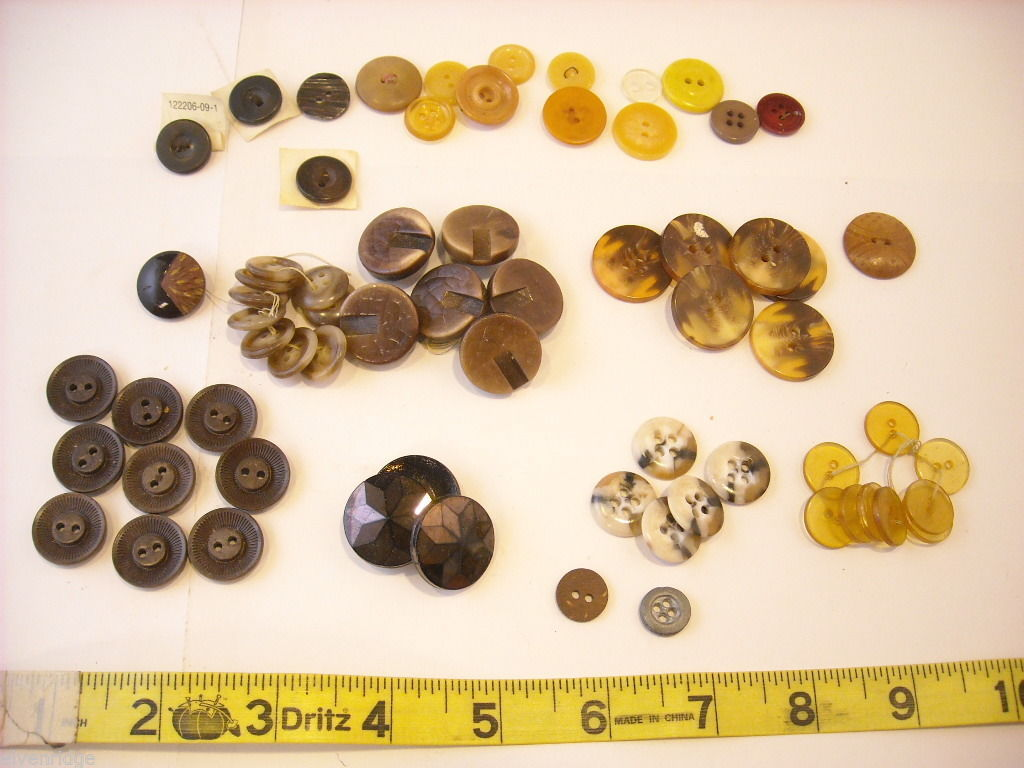 Mixed lot of vintage buttons in clear brown and yellow