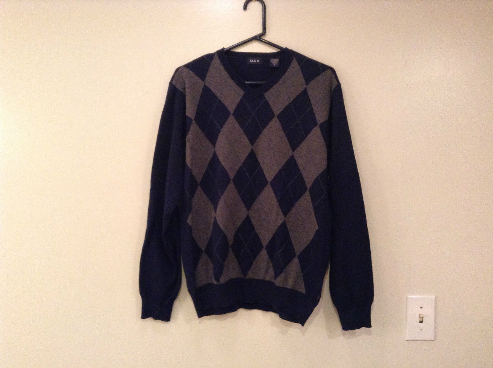 Navy Blue Gray with Classic Diamond Pattern IZOD Long Sleeve Sweater Size Medium