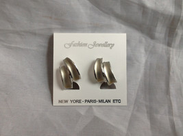 New Pretty Matte Silver Tone Screw Back Clip on Earrings