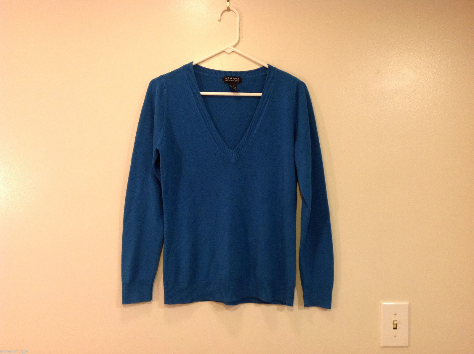 New York & Company Deep V-neck Teal (Blue/Green) 100% Acrylic Sweater Size M