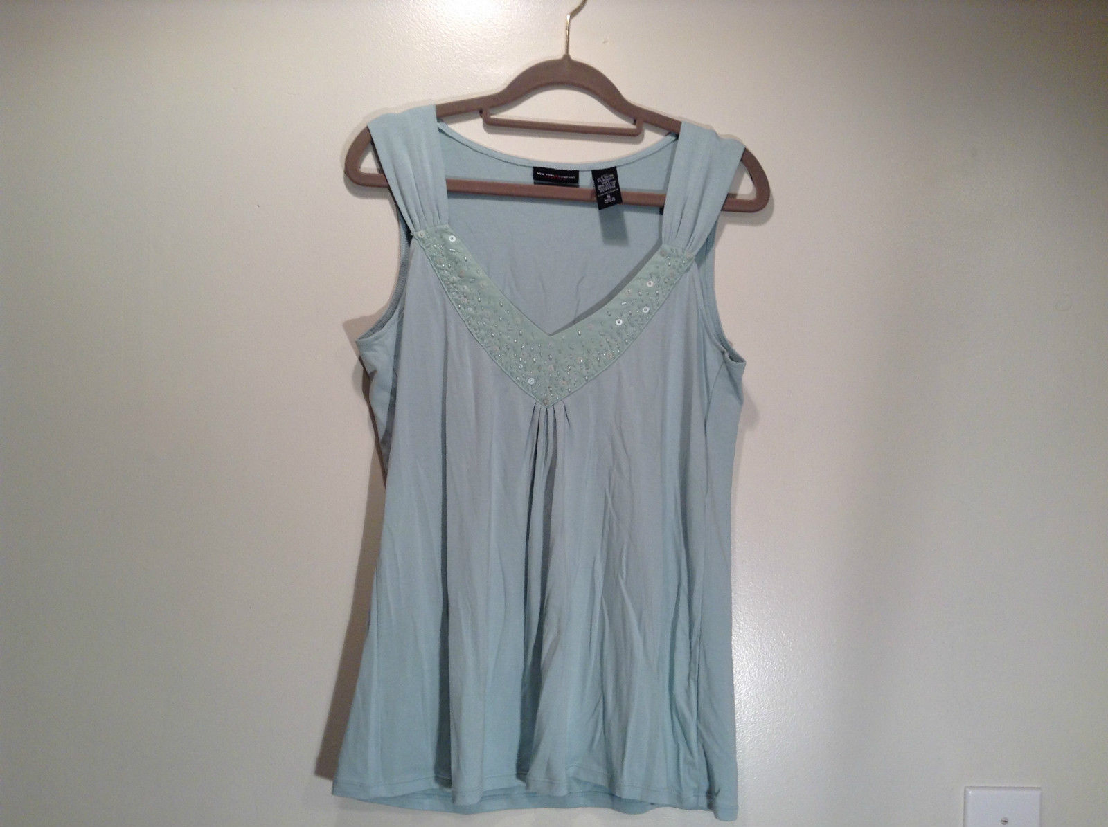 New York and Company Size S Sleeveless Tank Top Light Blue Green Graphic Front