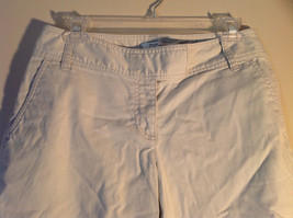 Light Khaki 4 Pocket Capri Pants Zipper Button Clasp Closure Ann Taylor Size 4 image 2