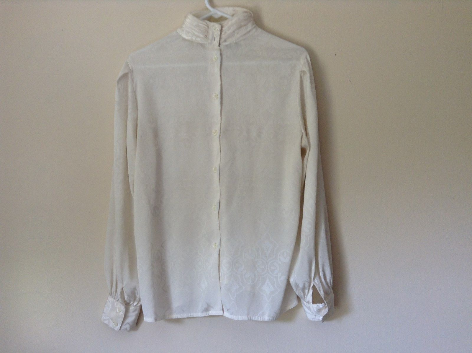 Nilani Vintage Off White Blouse 100 Percent Polyester Button Up Size 12