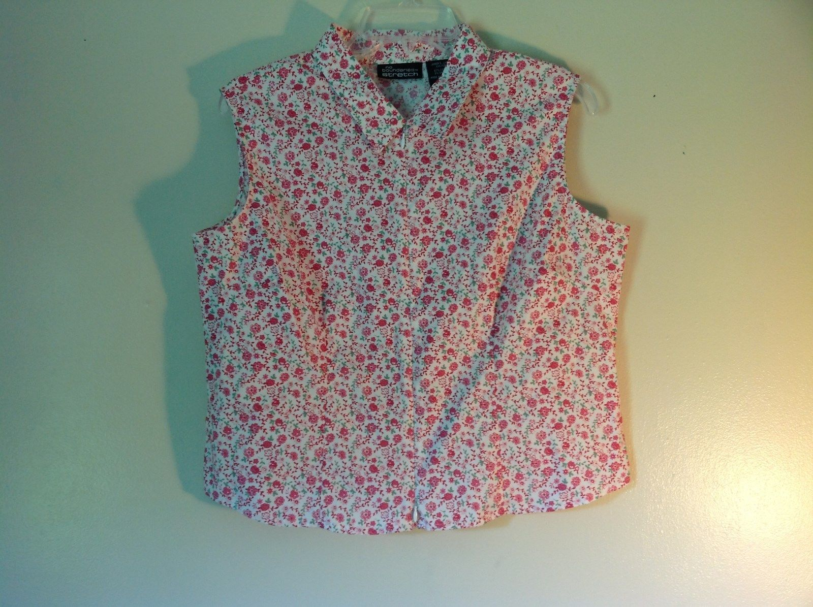 No Boundaries Stretch Junior Size Large 11 to 13 Sleeveless White Flowered Shirt