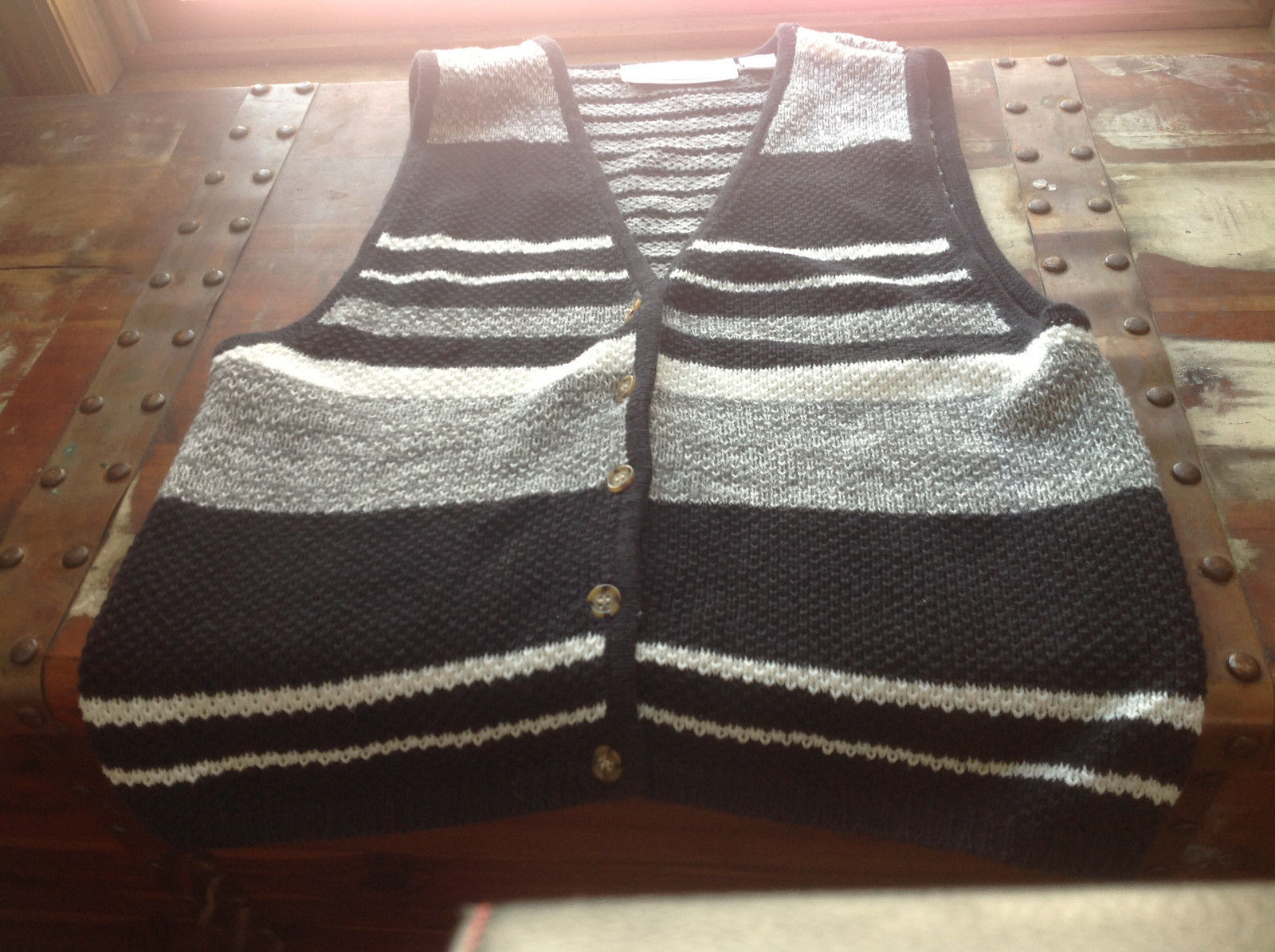 Nuggets Black White and Gray Sleeveless Button Down Knitted Vest Size Large