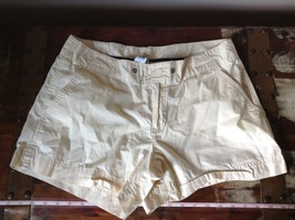 Off White Shorts Size Medium 100 Percent Cotton Front Back Pockets by GAP