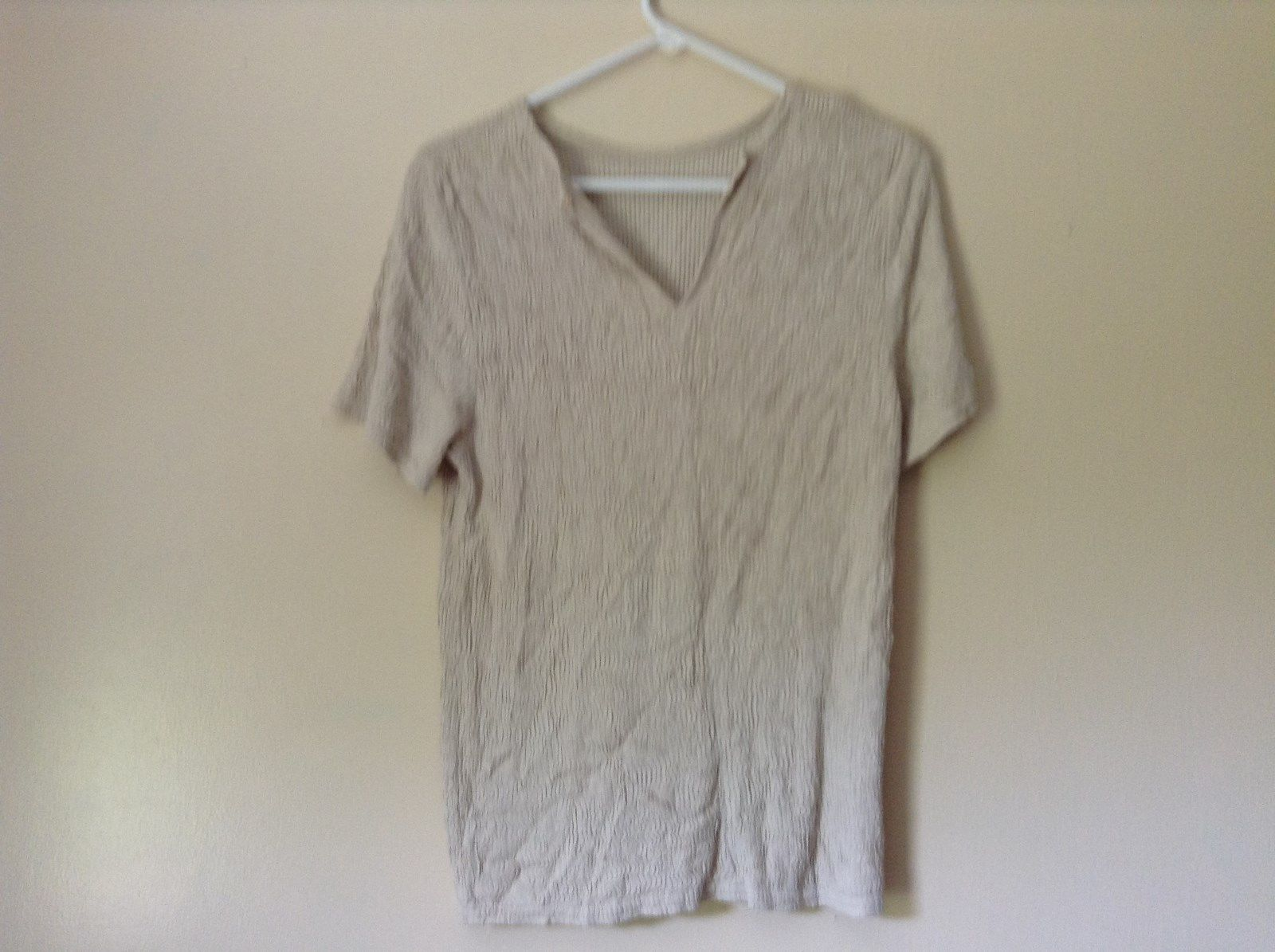 Off White Top V Neck Fancy Short Sleeves Dress Barn Size Medium Made in USA