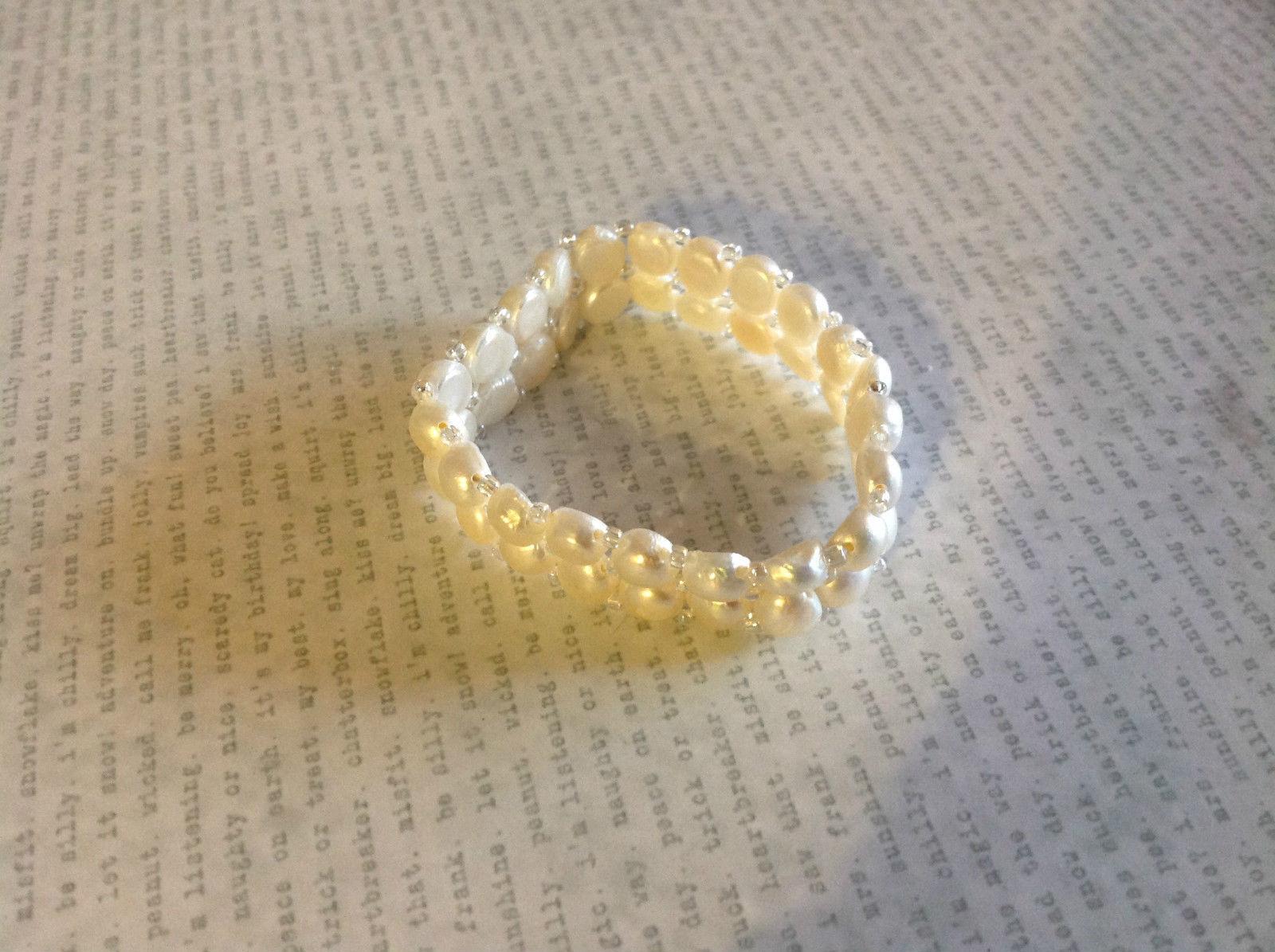 Pretty Stretchy White Pearl Bracelet