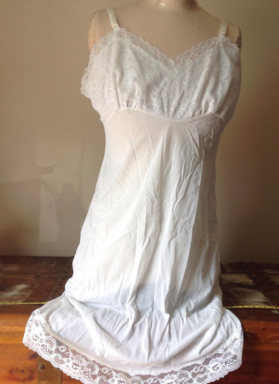 Pretty White Slip with Bottom and Top Design 100 Percent Nylon Size 38