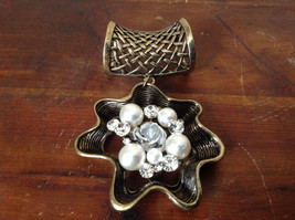 Nice White Beads and Clear Crystals Flower Shaped Gold Tone Scarf Pendant image 2