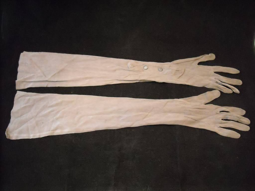 Pair of Vintage Ladies Gray Stretch Gloves